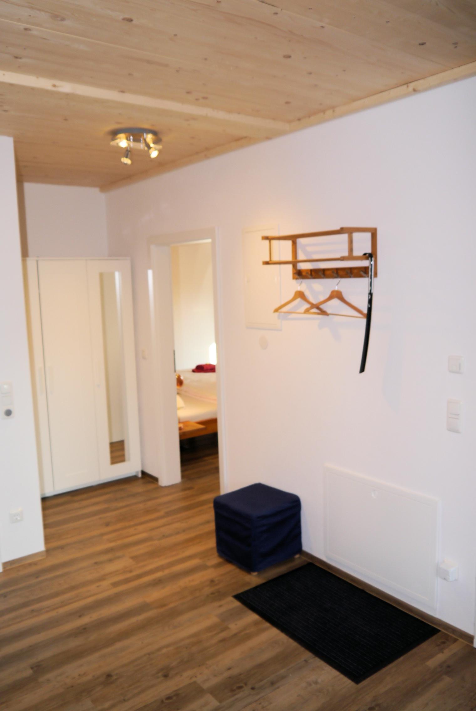 Apt. 1 Eingangsbereich mit Garderobe.