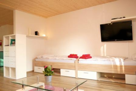 Apt. 1 Das Wohnzimmer bietet weitere Schlafmöglichkeiten.