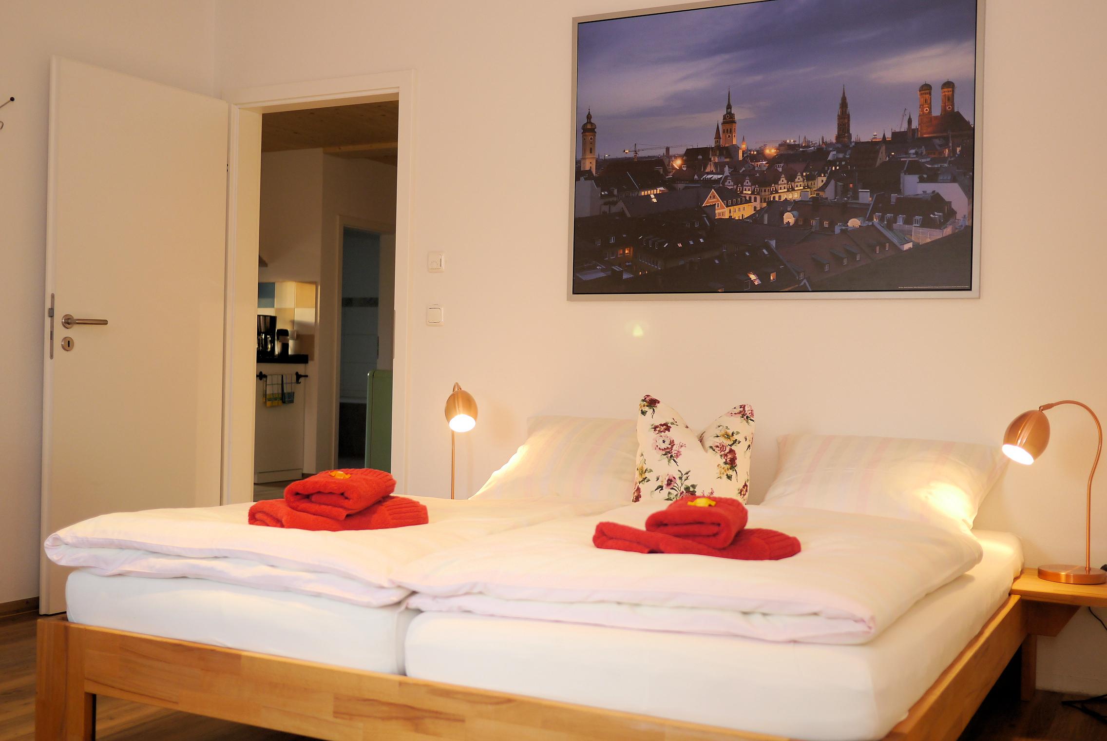 Genießen Sie Ihren Urlaub im geräumigen Schlafzimmer.