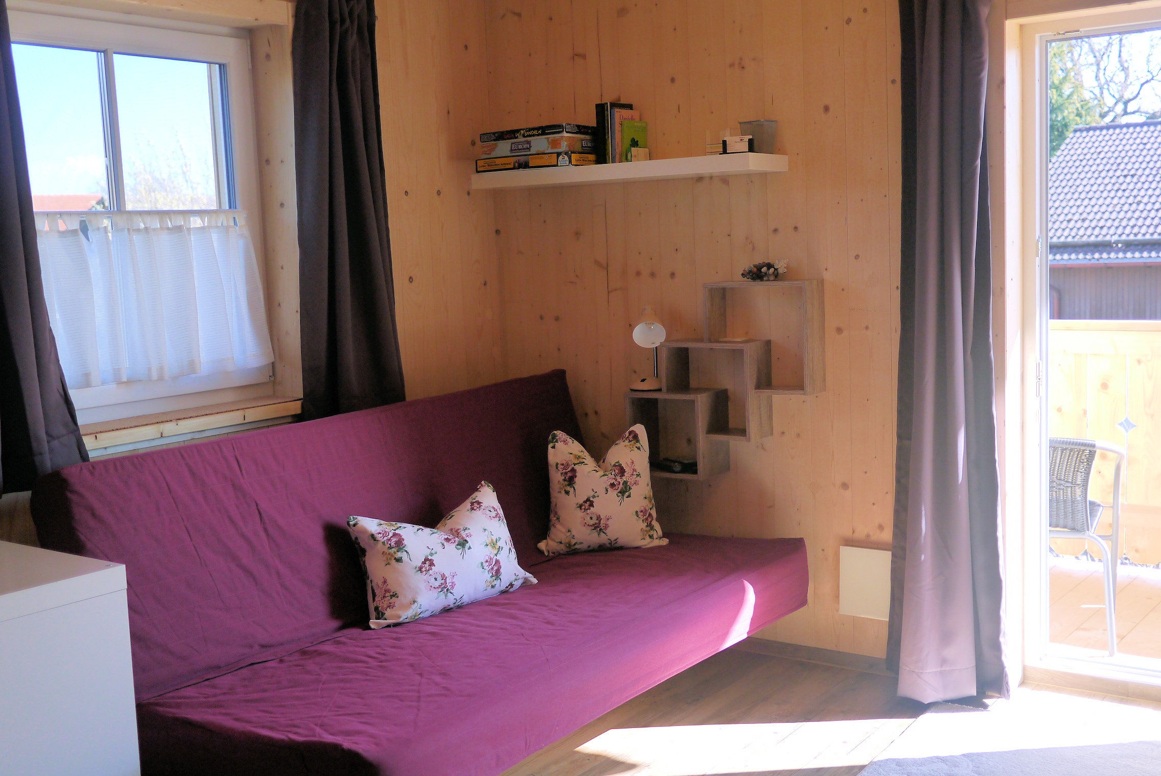 Apt. 2 Das Wohnzimmer grenzt an die Küche an.